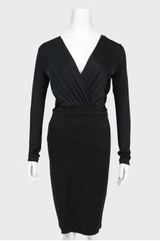 Облегающее платье с V-вырезом