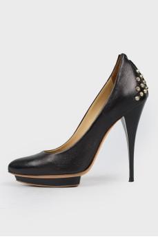 Черные туфли с шипами