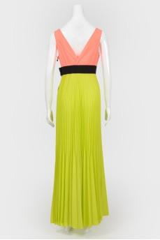 Платье-плиссе в неоновых цветах