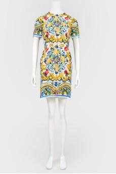 Платье в абстрактный принт