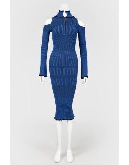Синее трикотажное платье в рубчик
