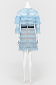 Голубое кружевное платье