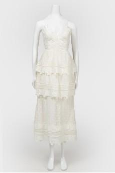 Белое кружевное платье с открытой спиной