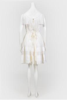 Белый сарафан из жатой ткани