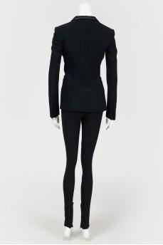 Черный брючный костюм