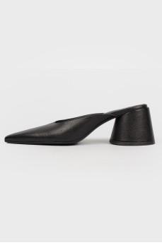 Черные кожаные мюли с острым носком