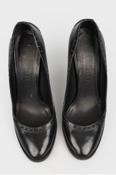 Черные туфли с перфорацией