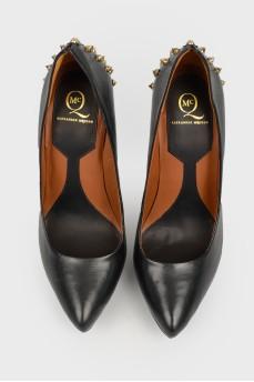 Кожаные черные туфли с шипами