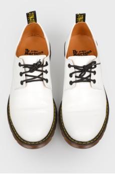 Белые кожаные туфли