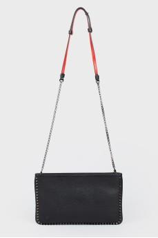 Плоская сумка на цепочке