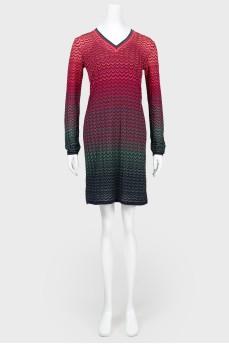Трикотажное платье с V-вырезом