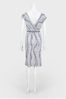 Серое платье с принтом цепи