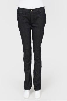 Зауженные темно-синие джинсы