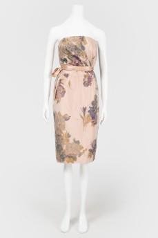 Платье в цветы с открытыми плечами