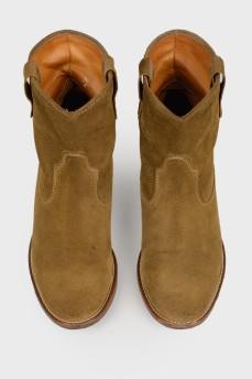 Замшевые ботинки цвета хаки