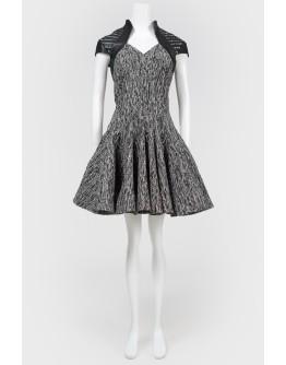 Серое платье с кожаными вставками