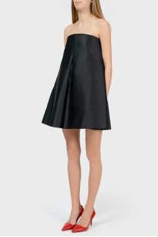 Черное платье без плечей с карманами