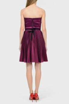 Фиолетовое платье с открытыми плечами