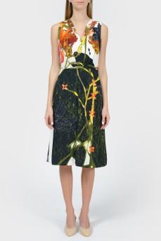 Платье в крупные цветы с V-вырезом