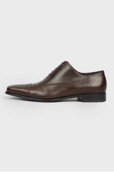 Коричневые кожаные туфли на шнурках