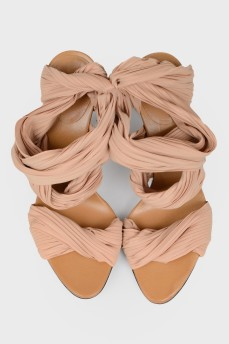 Бежевые текстильные босоножки