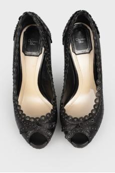 Черные кожаные туфли с декоративной строчкой