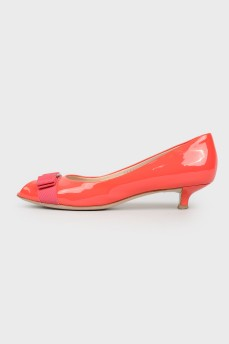 Красные лаковые туфли kitten heels