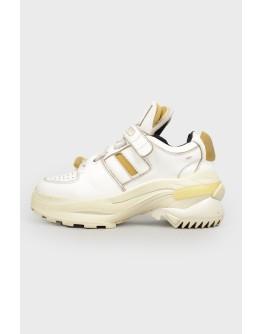 Кожаные кроссовки с поролоновыми вставками