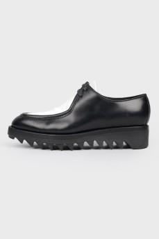 Туфли с белой вставкой на грубой подошве