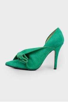 Замшевые зелёные туфли