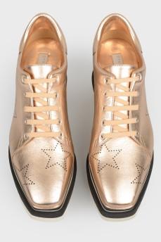 Золотистые туфли на платформе