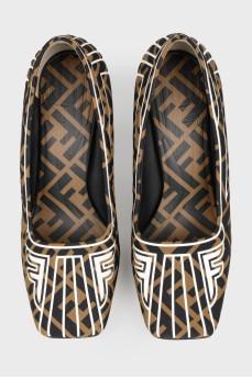 Туфли с принтом лого с биркой