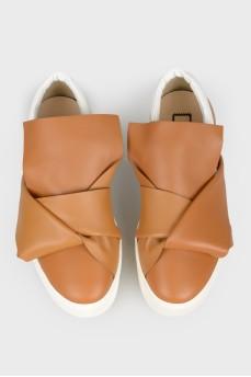 Кожаные слипоны с открытым носком с биркой