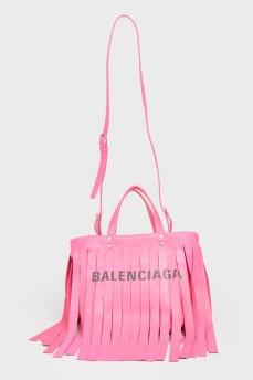 Розовая сумка с бахромой с биркой