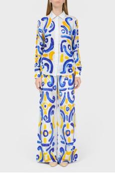 Брючный костюм в абстрактный желто-голубой принт
