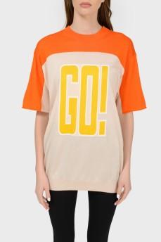 Трикотажная футболка с надписью с биркой