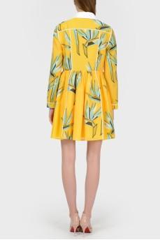 Желтое платье с белым воротником