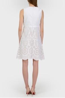 Платье с глубоким вырезом в перфорацию с биркой