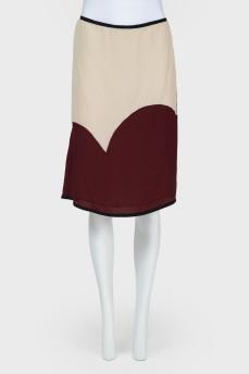 Светлая юбка с бордовыми вставками