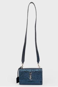 Блестящая синяя сумка