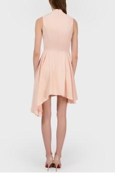 Платье с высоким вырезом и асимметричным низом
