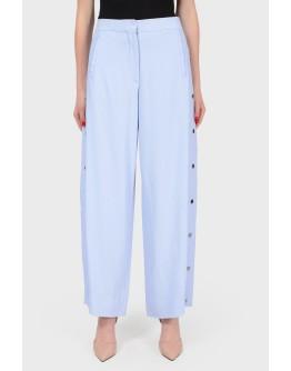 Голубые брюки свободного кроя с кнопками по бокам с биркой