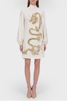 Платье с высоким горлом и золотистым принтом