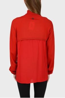 Красный гольф с шелковой вставкой на спинке