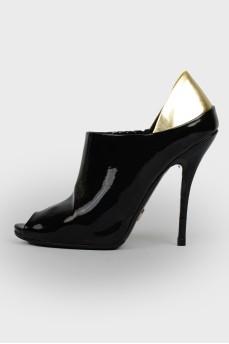 Туфли с открытым носком и золотистой пяткой