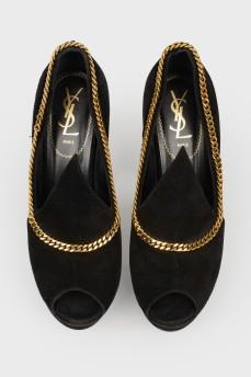 Замшевые туфли с цепочкой и открытым носком