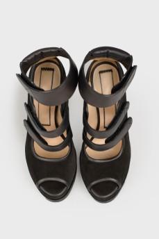 Туфли с открытым носком на липучках