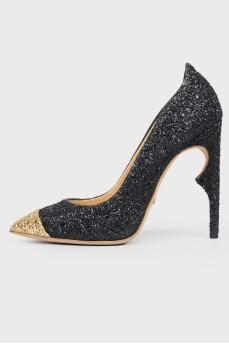 Блестящие туфли с золотистым носком с биркой