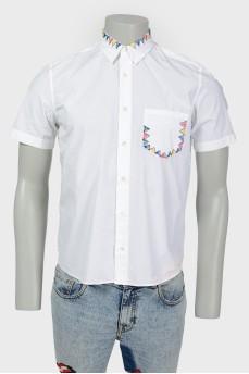 Рубашка c вышивкой на кармане и воротнике