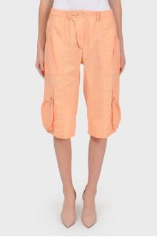 Коттоновые шорты-бриджи с накладными карманами